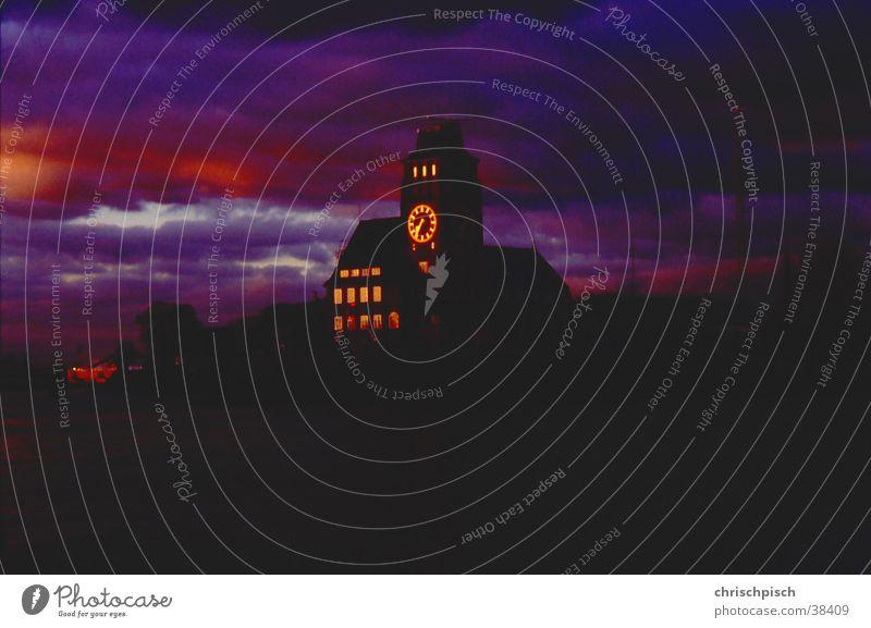Auch ein Leuchtturm Uhr Turmuhr Architektur Himmel Gewitter bedrohlich