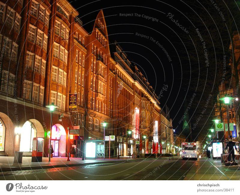 tote stadt Nacht Langzeitbelichtung Fußgängerzone Stadtzentrum Fassade Architektur mönckebergstrasse Bus Station Hamburg nachlinien