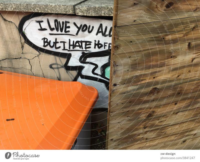 I LOVE YOU ALL Liebe Graffiti Hass Holzwand Außenaufnahme Farbfoto Menschenleer Schriftzeichen Mauer Tag Wand Gefühle Verliebtheit Zeichen Herz