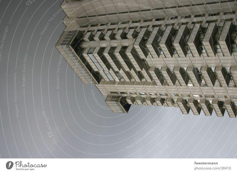 Hochhaus Barcelona Stadt dunkle Stimmung Architektur