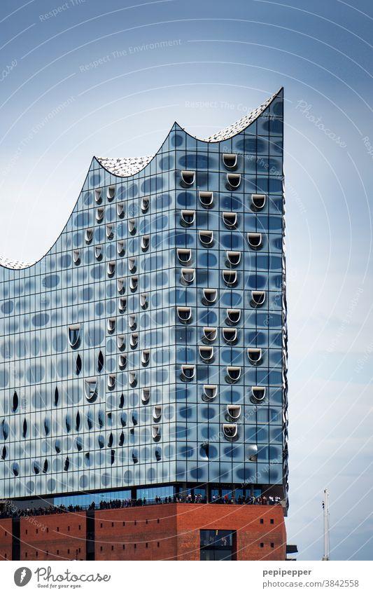 Hamburg, Elbphilharmonie Hafen Wahrzeichen Sehenswürdigkeit Hafenstadt glänzend Denkmal Reflexion & Spiegelung Bauwerk Skyline Gebäude Architektur maritim blau