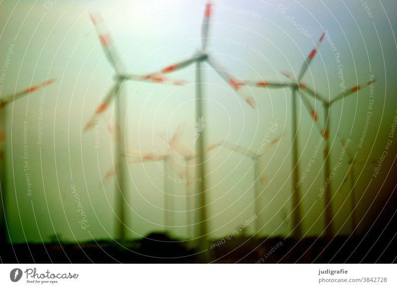 Windräder neben der Autobahn windräder Windrad Energie Energiewirtschaft Erneuerbare Energie Farbfoto Außenaufnahme Windkraftanlage Elektrizität