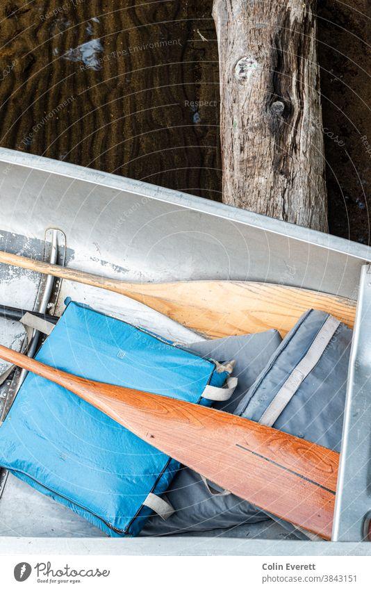 Ruder im Kanu mit Holz- und Wassertextur See Natur Farbfoto Ferien & Urlaub & Reisen Kanutour Abenteuer Landschaft Windstille Umwelt Freizeit & Hobby
