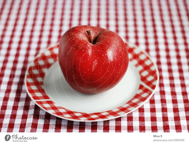 Karo rot Lebensmittel Frucht Ernährung süß Apfel lecker Bioprodukte Teller kariert rot-weiß Moiré-Effekt