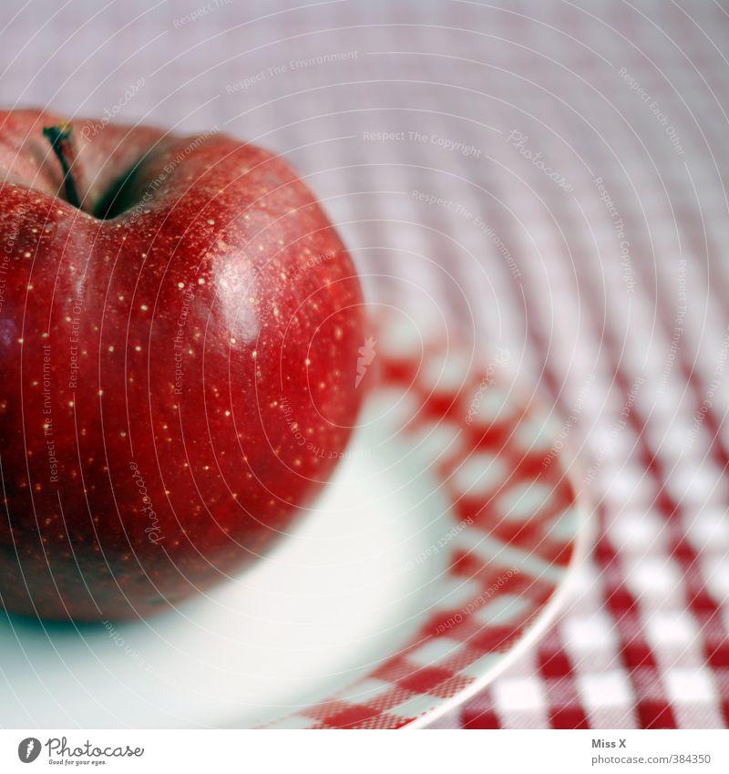 kleinkariert Lebensmittel Apfel Ernährung Bioprodukte Vegetarische Ernährung Diät Teller saftig süß rot weiß rot-weiß Tischwäsche Farbfoto mehrfarbig