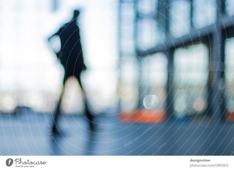 blur Mensch Mann Erwachsene 1 18-30 Jahre Jugendliche 30-45 Jahre 45-60 Jahre Hochhaus Bankgebäude Platz Bahnhof Architektur Fassade laufen Farbfoto Tag