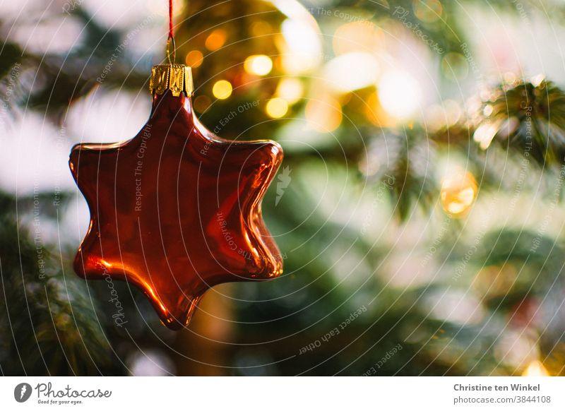 Stern und Kugel glänzen im geschmückten Weihnachtsbaum Weihnachtsschmuck Christbaumschmuck Christbaumkugel Glasschmuck Weihnachten & Advent
