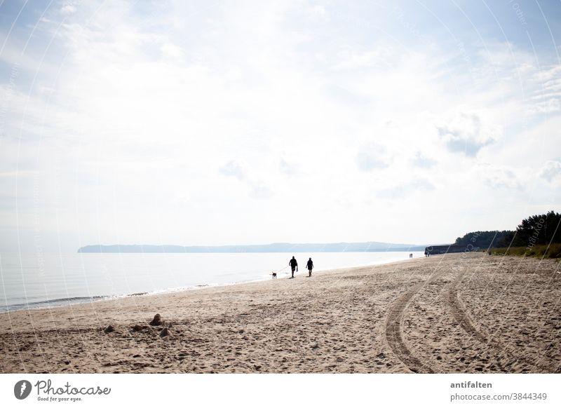 Strandspaziergang Rügen Ostsee Meer Himmel Sand Sandstrand Ruhe Horizont Ferien & Urlaub & Reisen Küste Ferne Mecklenburg-Vorpommern Textfreiraum Tourismus