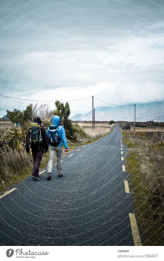 wandern Erholung Ausflug Abenteuer Ferne Freiheit Expedition Camping Berge u. Gebirge Mensch Frau Erwachsene Mann Paar Partner 2 Straße Wege & Pfade gehen