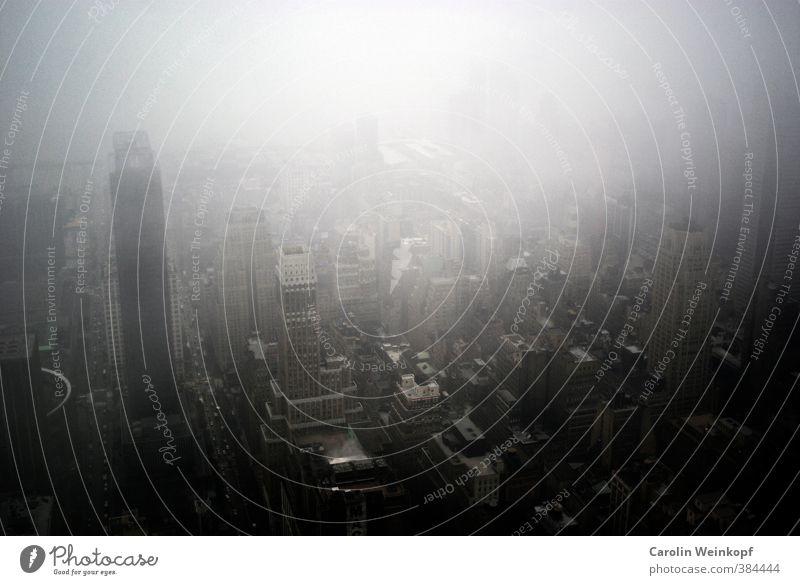 New York New York. blau Stadt Haus schwarz Architektur Gebäude grau Stimmung Regen Nebel Hochhaus hoch trist nass Bauwerk Skyline