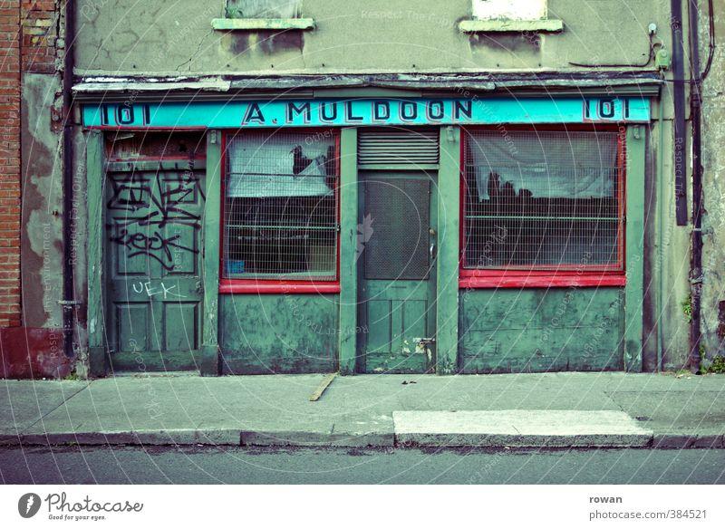 Nr. 101 alt Stadt grün dunkel Fenster Business Fassade Tür trist kaputt kaufen Vergänglichkeit Wandel & Veränderung retro gruselig Ladengeschäft