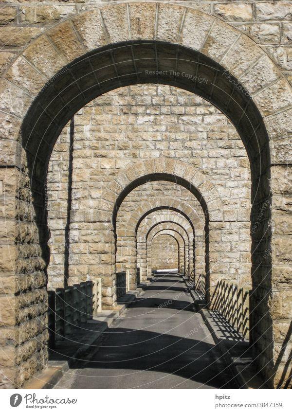 Brücke über den l'Ain im Jura Bauwerk Architektur Außenaufnahme Farbfoto Verkehrswege Stein