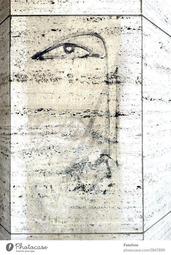 Fotoline liebt es durch Städte zu streifen und hier und da kleine Straßenkunstwerke zu entdecken. Graffiti Wand Mauer Außenaufnahme Fassade Kunst Menschenleer