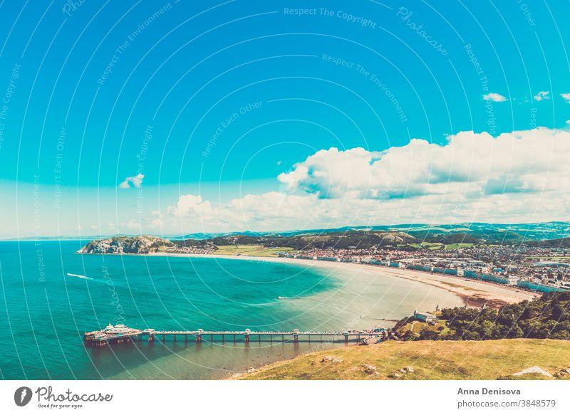 Llandudno-Seefront in Nordwales, Vereinigtes Königreich Strand Wales Küstenlinie Großbritannien England vereinigtes königreich Landschaft Hotels Gebäude bb Haus