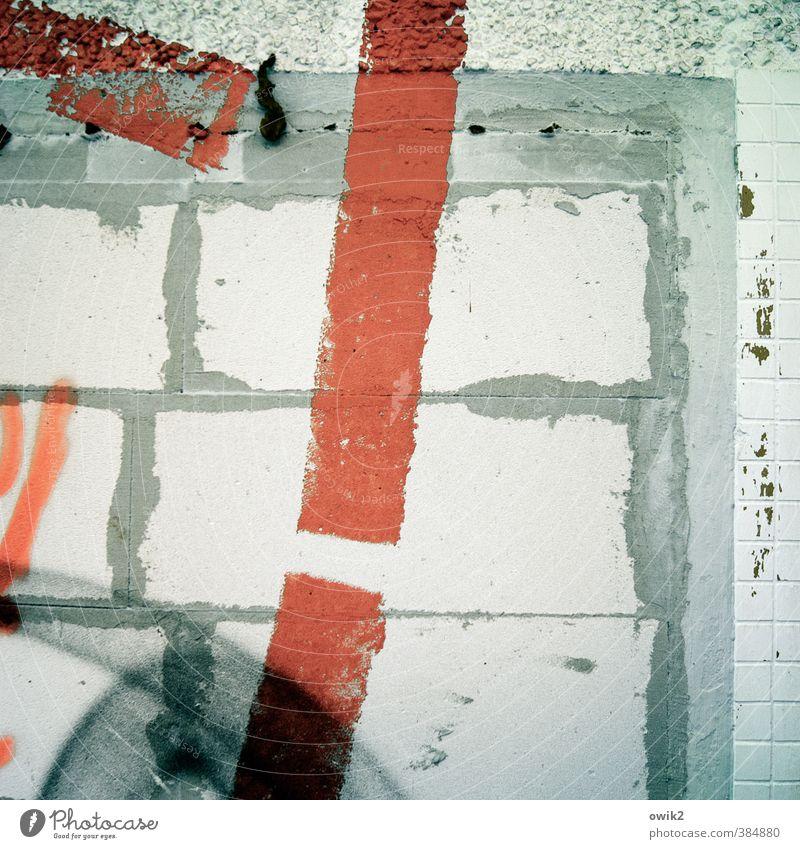 Schlagzeile Gemälde Subkultur Mauer Wand Fassade Stein Mörtel Fuge Farbe rot Warnfarbe Graffiti dick eckig trashig Stadt verrückt Wut gereizt Aggression Design