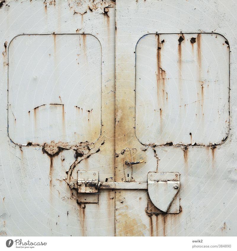 Terminal alt Farbstoff Metall Tür trist einfach Vergänglichkeit Wandel & Veränderung historisch nah verfallen fest Verfall Rost Fleck trashig
