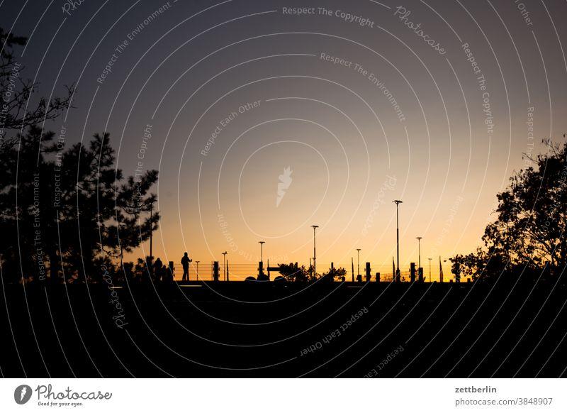 Parkhaus Flughafen TXL abend berlin bewegung bunt dunkelheit dynamik fantasie flimmern flugbahn flughafen flugplatz freiheit himmel horizont kunst licht