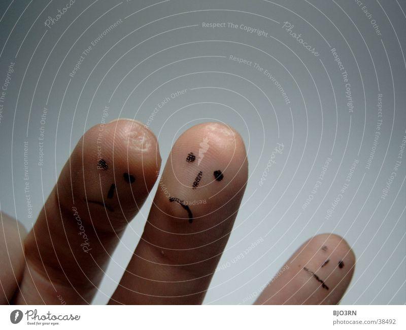 fingers Gesicht Spielen Mensch Auge Nase Mund Hand Finger Theaterschauspiel Traurigkeit dunkel Gefühle Trauer 3 Gesichtsausdruck Farbfoto