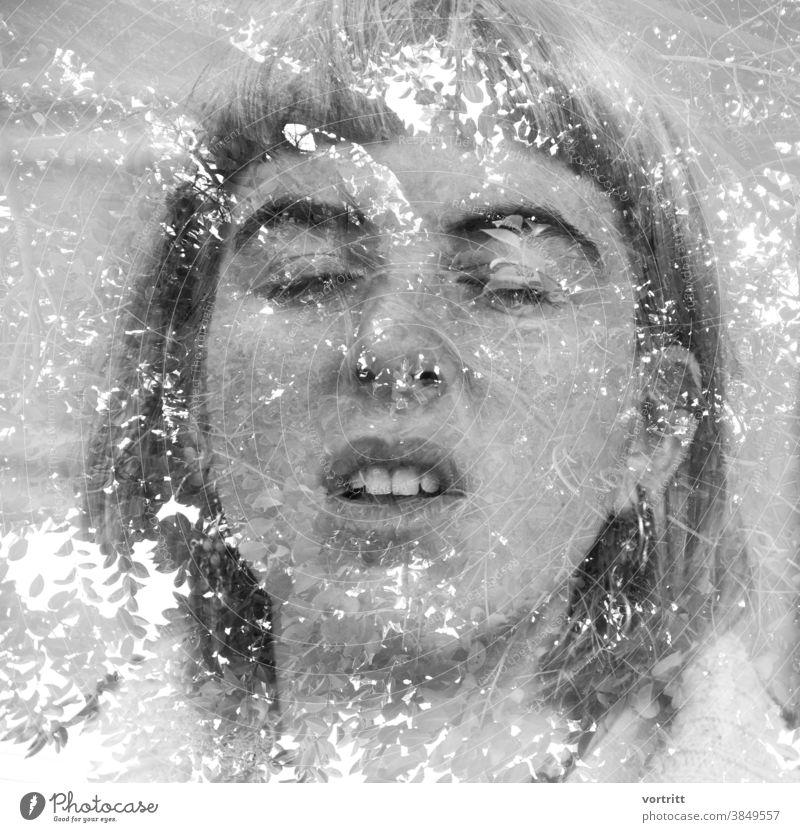 Verschmelzung Portrait Doppelbelichtung Baum Junge Frau Gesicht verschmelzen Äste Himmel