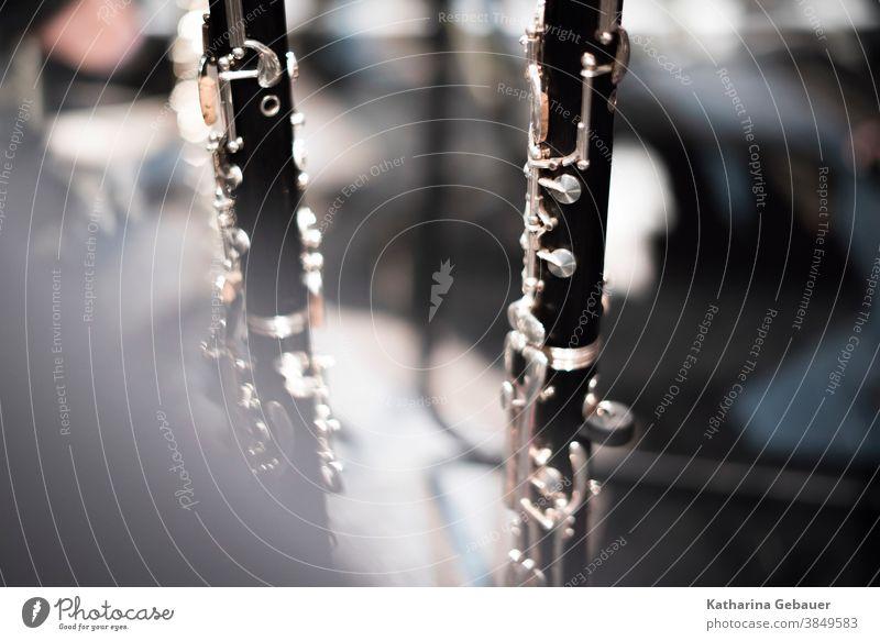Klarinetten im Orchester Instrument Blasinstrument Holzblasinstrument AKlarinette Konzert Musik Musiker Klarinettist Musikinstrument Oper Innenaufnahme