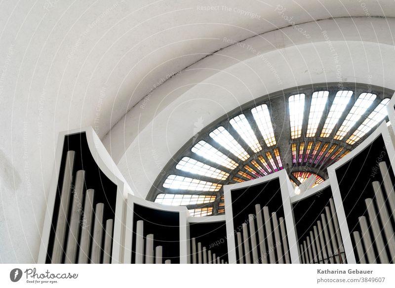Orgel mit Kirchenfenster kirchenfenster orgel instrument glaube gotteshaus detailaufnahme Religion & Glaube Christentum Licht Kirchenmusik heidingsfeld