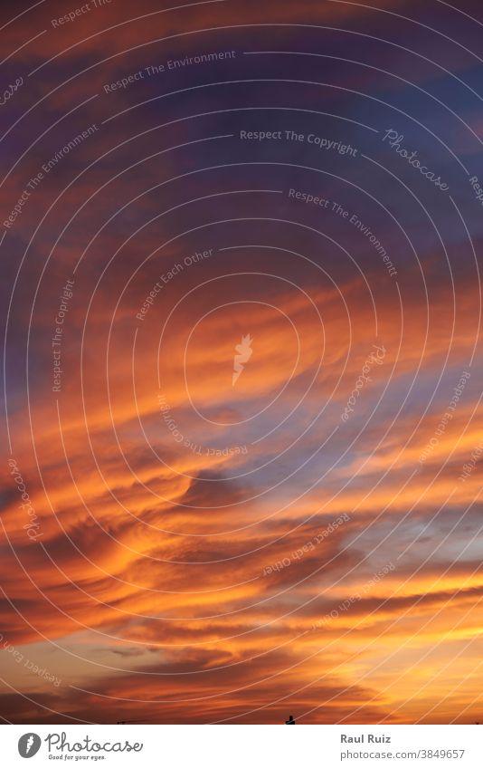 Himmel voller verschiedenfarbiger Wolken Tag Dämmerung Meteorologie Himmel (Jenseits) orange Sonnenuntergang pulsierend Wetter Sonnenlicht Cloud Natur