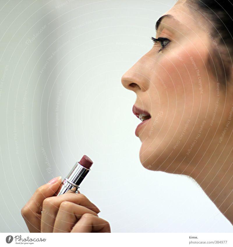 C. feminin Frau Erwachsene Kopf Gesicht Auge Nase Hand Finger 1 Mensch 18-30 Jahre Jugendliche Lippenstift Rouge schwarzhaarig beobachten Blick glänzend schön