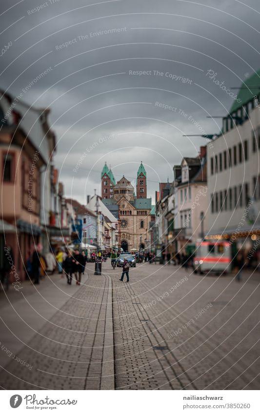 Speyer city Maximilianstraße Außenaufnahme Farbfoto Tourismus Ferien & Urlaub & Reisen Stimmung Dom Kirche Altstadt Stadt Rheinland-Pfalz Straße Tilt-Shift