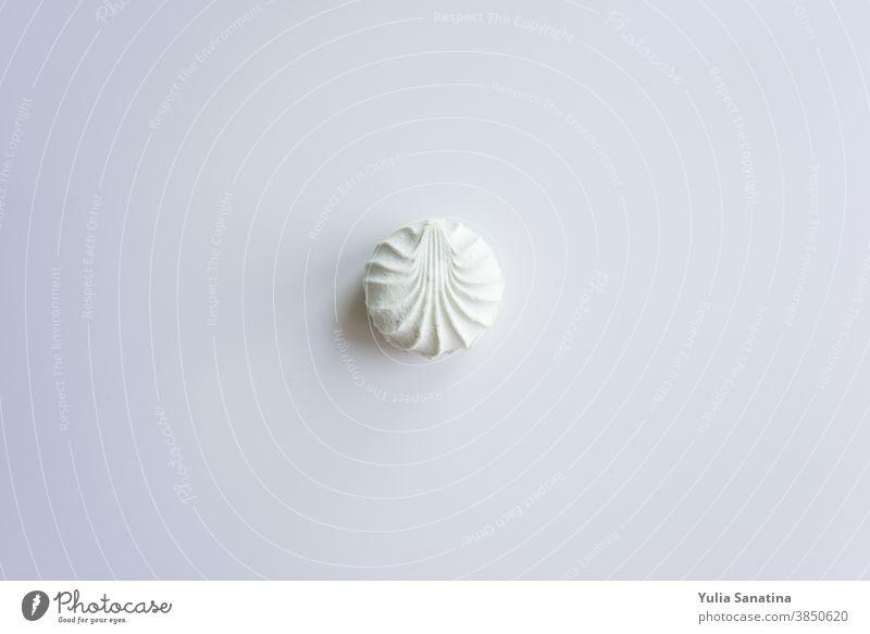 selektiver Fokus auf den hellgrünen Marshmallow Dessert süß Paste Lebensmittel Zucker weiß gebacken Nahaufnahme Snack Kuchen lecker Feinschmecker Bonbon Sahne