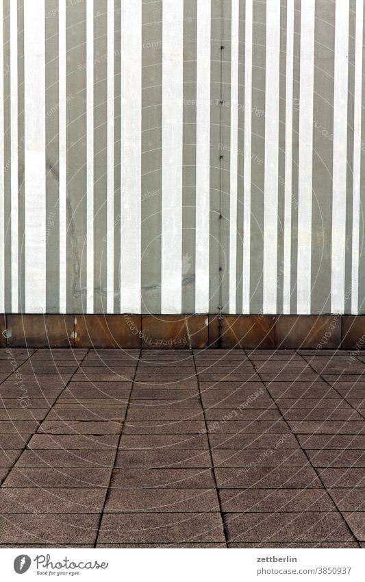 Museum für Kommunikation, Berlin altbau außen brandmauer fassade fenster haus himmel himmelblau hinterhaus hinterhof innenhof innenstadt linie mehrfamilienhaus