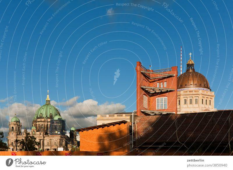 Berliner Dom, Bauakademie und Berliner Schloß (Humboldtforum) abend architektur bauakademie berlin büro city deutschland dämmerung froschperspektive hauptstadt