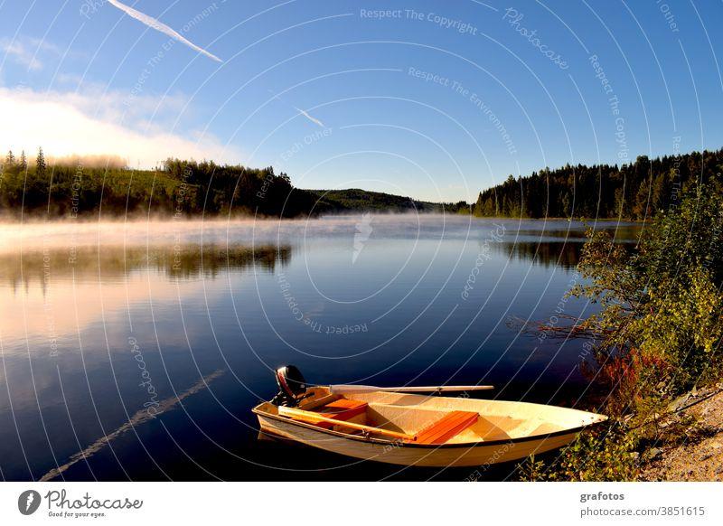 Schwedischer Morgen Boot Nebel Wasser Meer See Schiff Sonne Sonnenaufgang Wald Schweden Skandinavien Fischer Fischen Fischerboot Himmel Natur Angeln Sommer