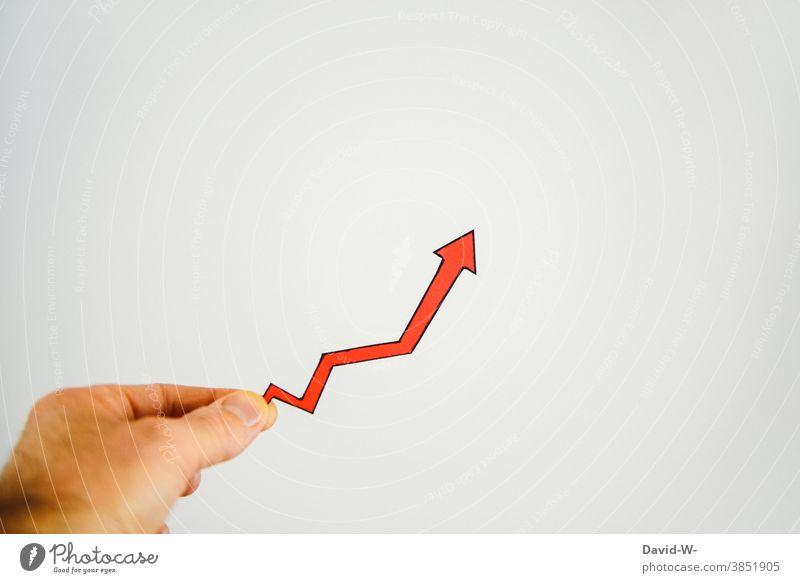 Pfeil zeigt Steigerung an Erfolg Statistik aufwärts inflation positiv Ergebnis Ziel Zukunft Optimismus Fortschritt Wachstum