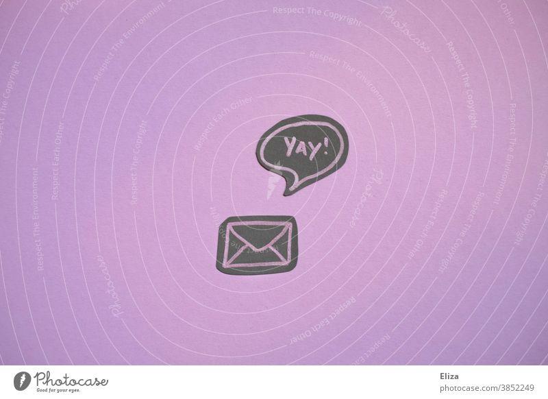 Ein Briefumschlag mit einer Sprechblase in der Yay! steht. Ausdruck der Freude über eine gute Nachricht. gute Nachrichten Post Zusage yay lila Mitteilung