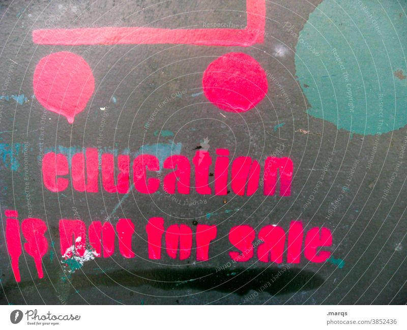 education is not for sale Bildung Graffiti Schriftzeichen Beruf Bewerbung Perspektive Zukunft Kommerz Grundrechte Karriere Nahaufnahme Studium Berufsausbildung