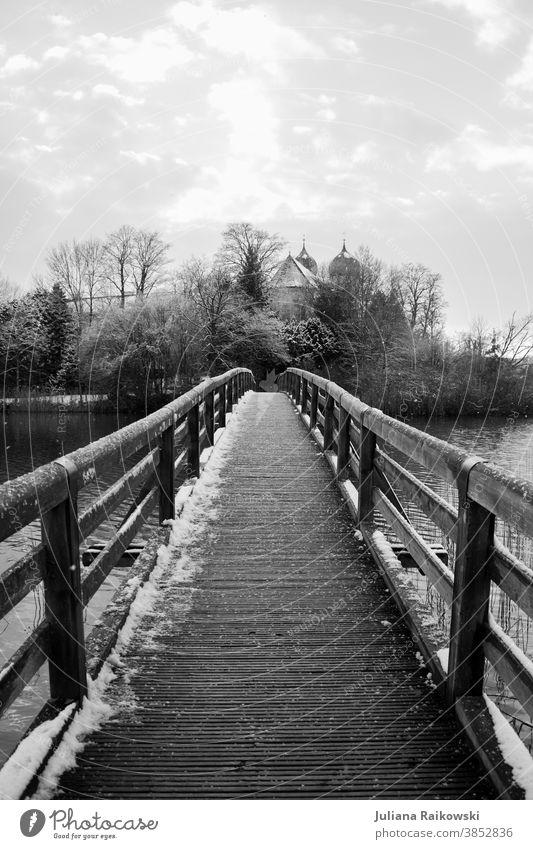 Brücke im Schnee Winter Eis kalt gefroren Kirche frieren weiß Frost Außenaufnahme Natur Tag Schwarzweißfoto Baum Umwelt Menschenleer Landschaft Himmel