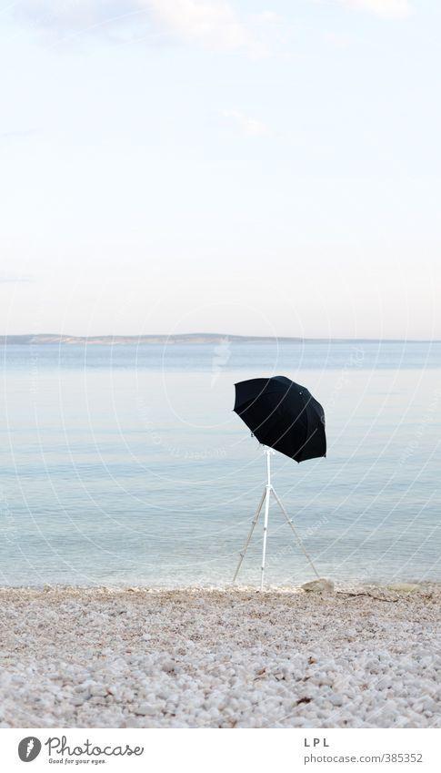 Schirm am Strand : Vorbereitung Lifestyle elegant Geborgenheit blitzschirm die goldene stunde Studiobeleuchtung Blitze Reflexion & Spiegelung edel Mount Eden