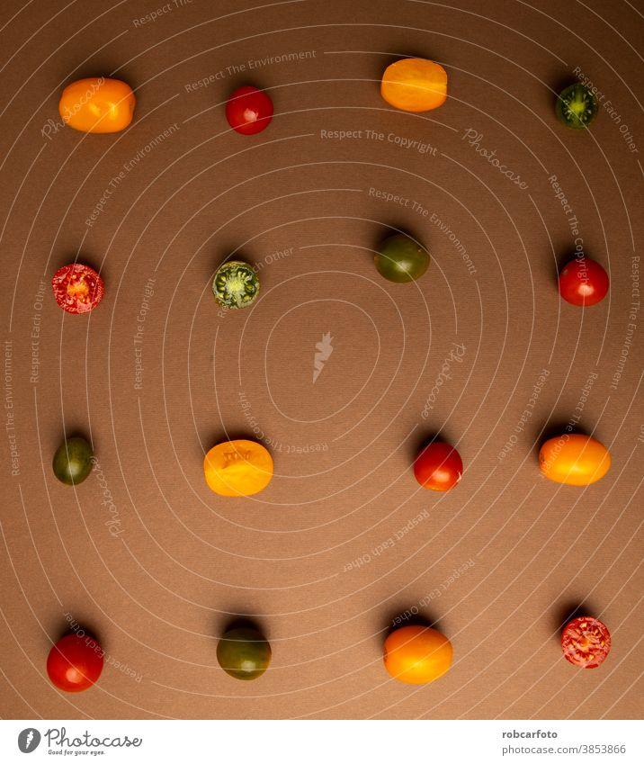 verschiedene Arten von Mini-Tomaten auf braunem Hintergrund frisch Gesundheit Lebensmittel Bestandteil Vegetarier rot Gemüse grün weiß roh organisch reif Diät
