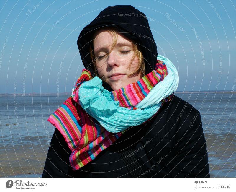 erholung pur Mensch Frau Himmel blau Wasser Ferien & Urlaub & Reisen Meer Wolken Gesicht Auge Erholung Freiheit See Wetter Wellen Mund