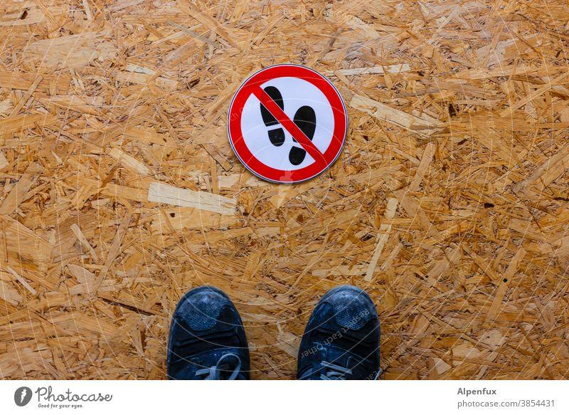 Kunst am Bau | noch nicht verschraaaaaaaaaaaaaa nicht betreten Schilder & Markierungen Verbote Warnschild Menschenleer Verbotsschild Schriftzeichen Farbfoto