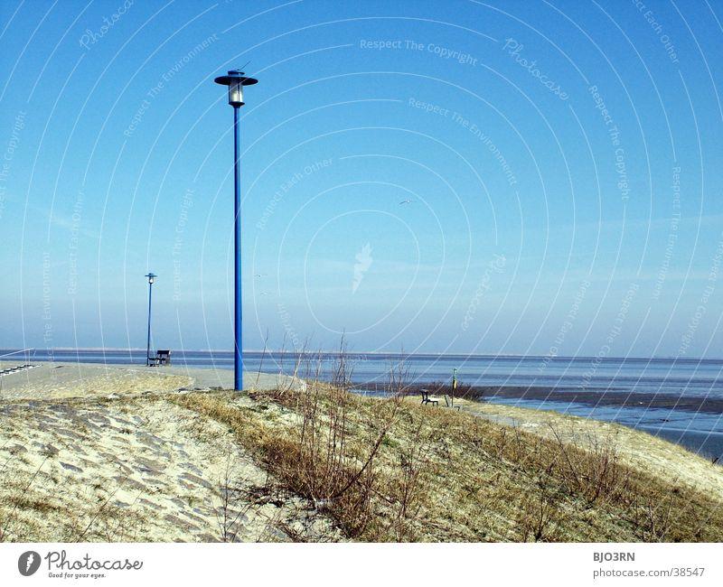 Meer sehn #16 - Leuchtturm light Wasser Himmel blau Strand Lampe Gras Wege & Pfade See Sand Horizont Sträucher Laterne Deich Gezeiten Ostfriesland