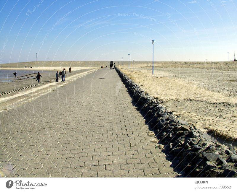 Meer sehn #11 - Horizont 2 Uferpromenade leer trist Lampe Strand Himmel blau Stein Sand Mensch