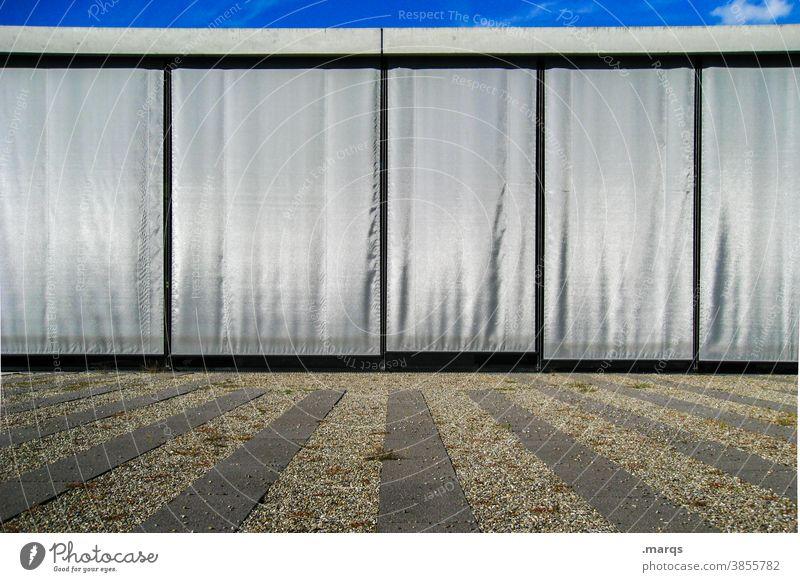 Geschlossene Gesellschaft Lockdown geschlossen Architektur Sichtschutz Sonnenblende Vorhang grau Linien Himmel modern Gebäude
