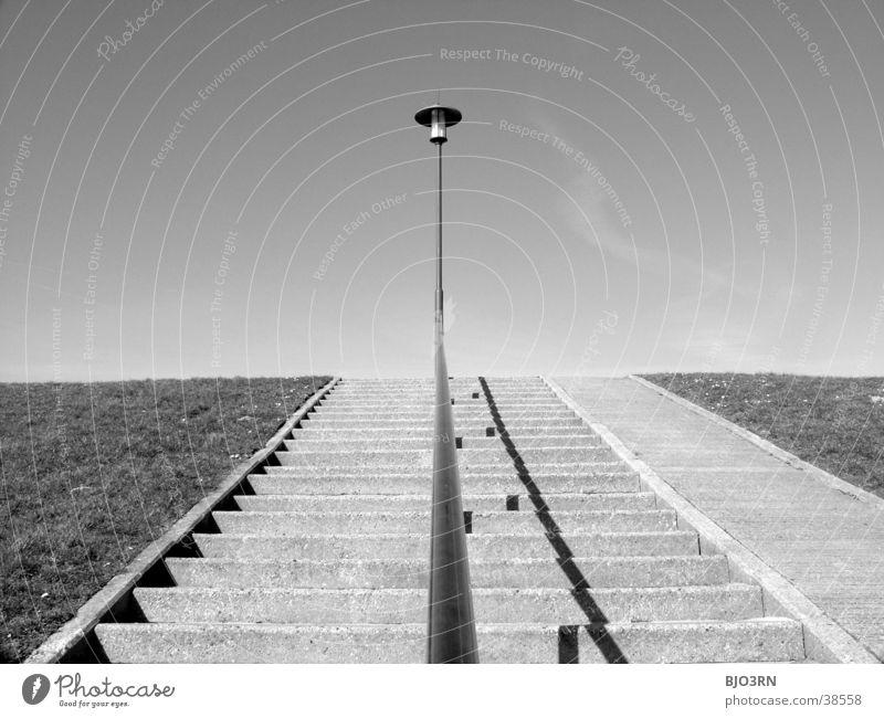 Meer sehn #4 - Stillleben Himmel Strand Wolken Lampe Gras Architektur Treppe Rasen Geländer Scheinwerfer Deich