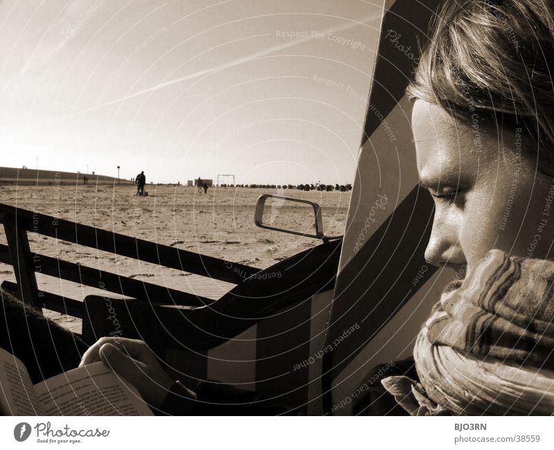 Meer sehn #3 - Seele Baumeln Lassen Frau Strand Gesicht Auge Erholung Kopf Mund Sand Buch Nase lesen Pause Strandkorb Schal
