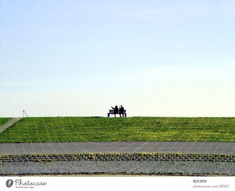 Meer sehn #1 - Deichkönige mit Thron ;-) Mensch blau grün weiß Strand Straße See Horizont 2 Treppe Rasen Bank zeigen Flut Fernglas