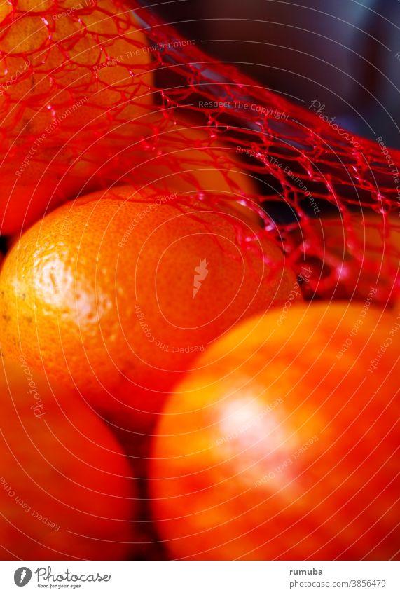 Orangen im Netz orange Streifen gestreift Detailaufnahme Tag Muster Farbfoto Lebensmittel Menschenleer rot öko Gesundheit Früchte vegan gesund