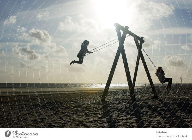 Spaßgesellschaft | Wir haben ihn! Mensch Kind Mädchen Kindheit Umwelt Natur Landschaft Sonne Küste Strand Nordsee Glück hell natürlich Schaukel schaukeln