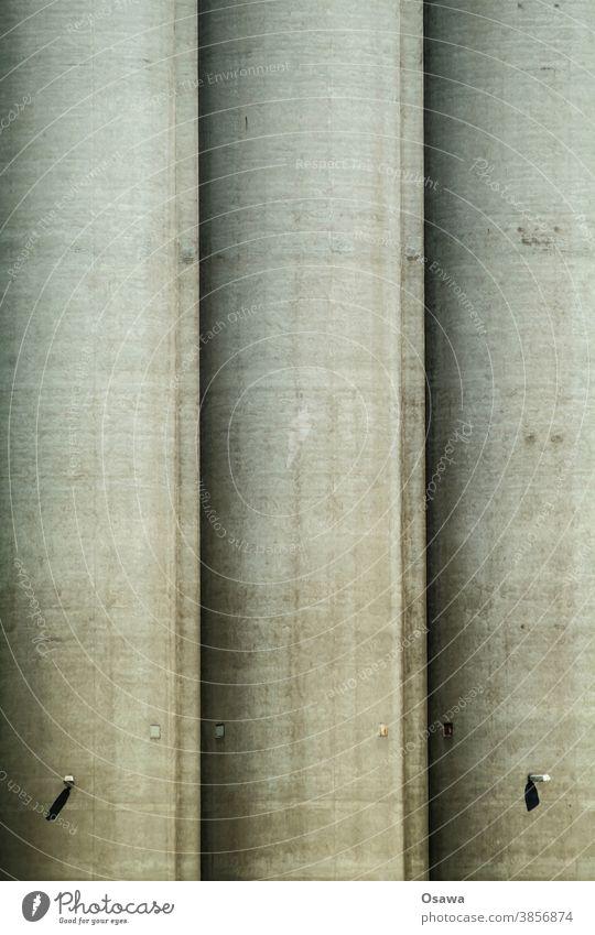 Betonsilo grau Außenaufnahme Industrie Industrieanlage Silo Speicher Werk Schwerindustrie Gewerbe Bauwerk Architektur Industriefotografie Fabrik Farbfoto
