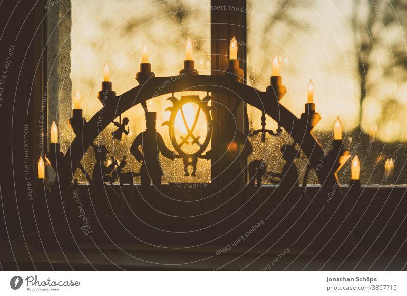Kerzenbogen mit Bergleuten im Fenster Weihnachten Erzgebirge Erzgebirgskunst heimwärts x-mas Kerzenschleife Kerzenlicht-Bogen behauen Weihnachtsdekoration Figur